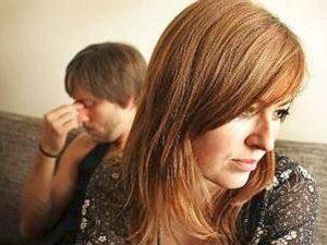 donna triste e uomo depresso